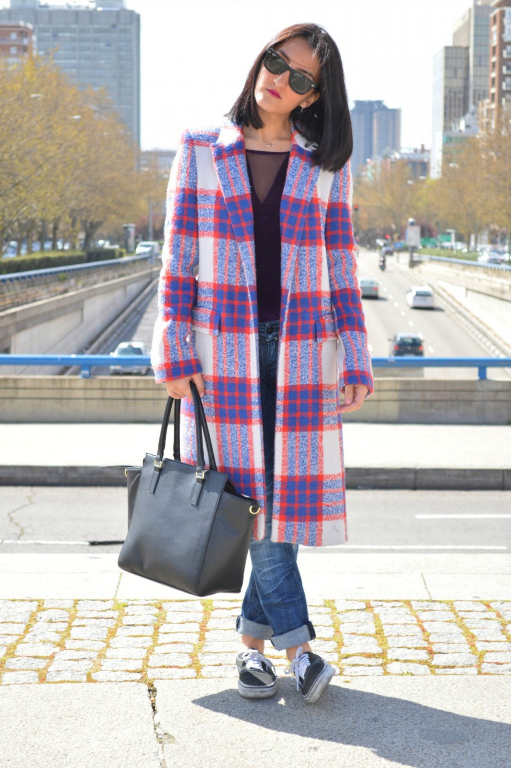 Abrigo / coat: Zara Top: Stradivarius (old) Jeans: Mango Sneakers: Vans Bolso / bag: H&M (new) Colgante / necklace: Bershka
