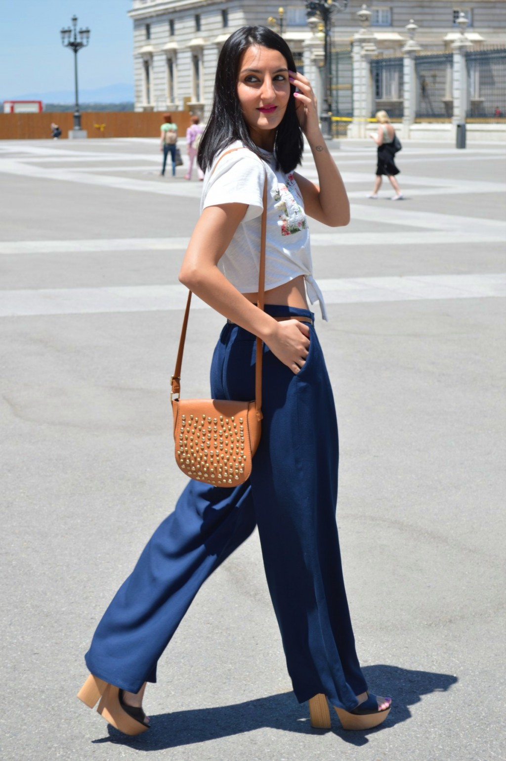 Cazadora vaquera / denim jacket: United Colors of Benetton Top: Lefties (new) Pantalones palazzo / palazzo pants: Mango (old) Zapatos / shoes: Zara (old) Cinturón / belt: Sfera Bolso / bag: Primark