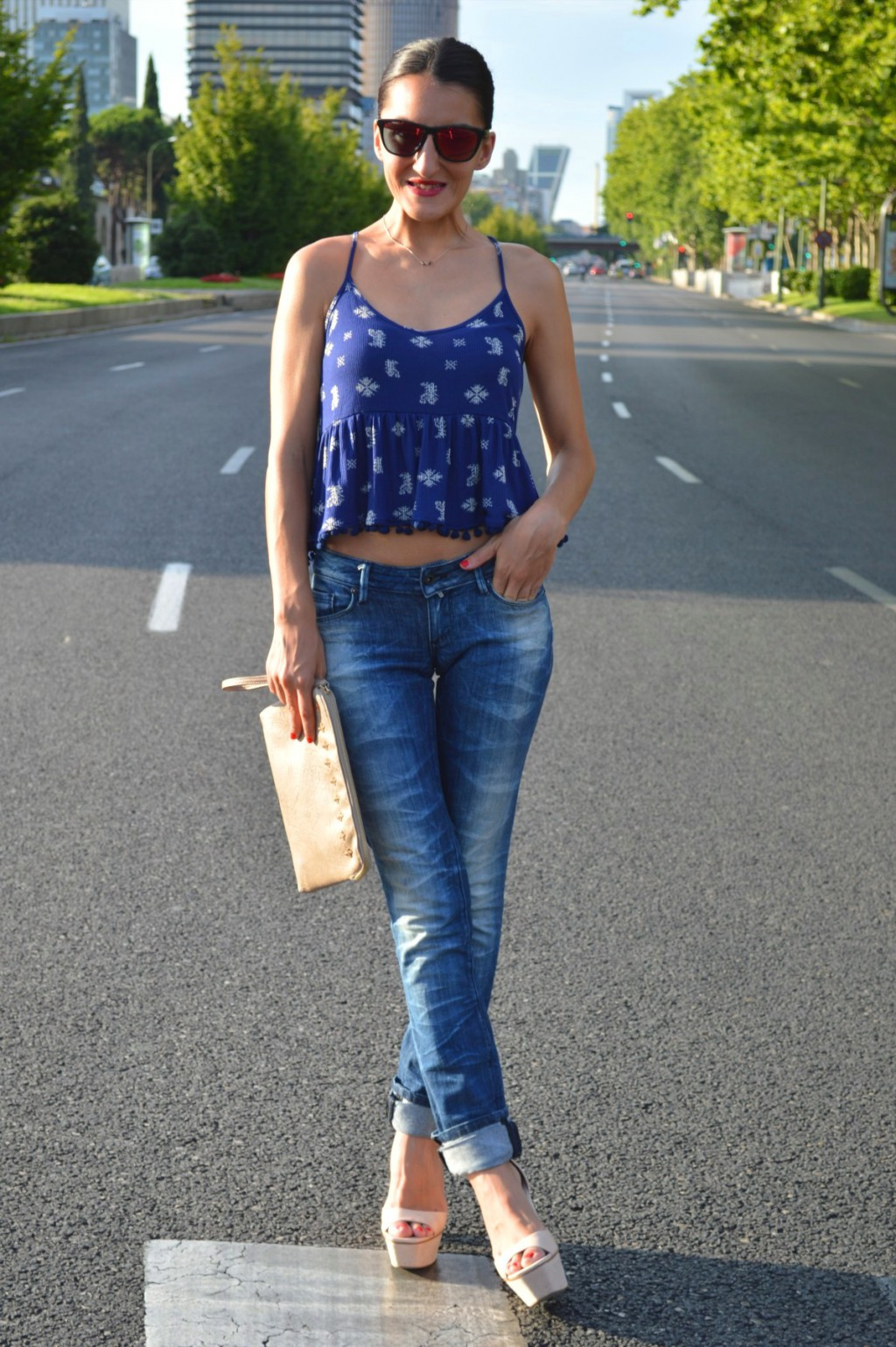 Top: Zara Jeans: Salsa jeans (old) Shoes: Zara (old) Clutch: Suiteblanco (old) Sunglasses: Oakley (New)
