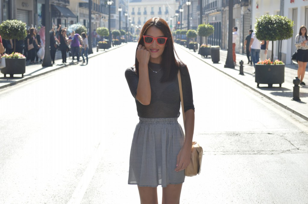 Top: Shana (new) Falda / skirt: Shana (new) Zapatos / shoes: Topshop (old) Bolso / bag: tienda local - local store Gafas de sol / sunglasses: Ray ban wayfarer
