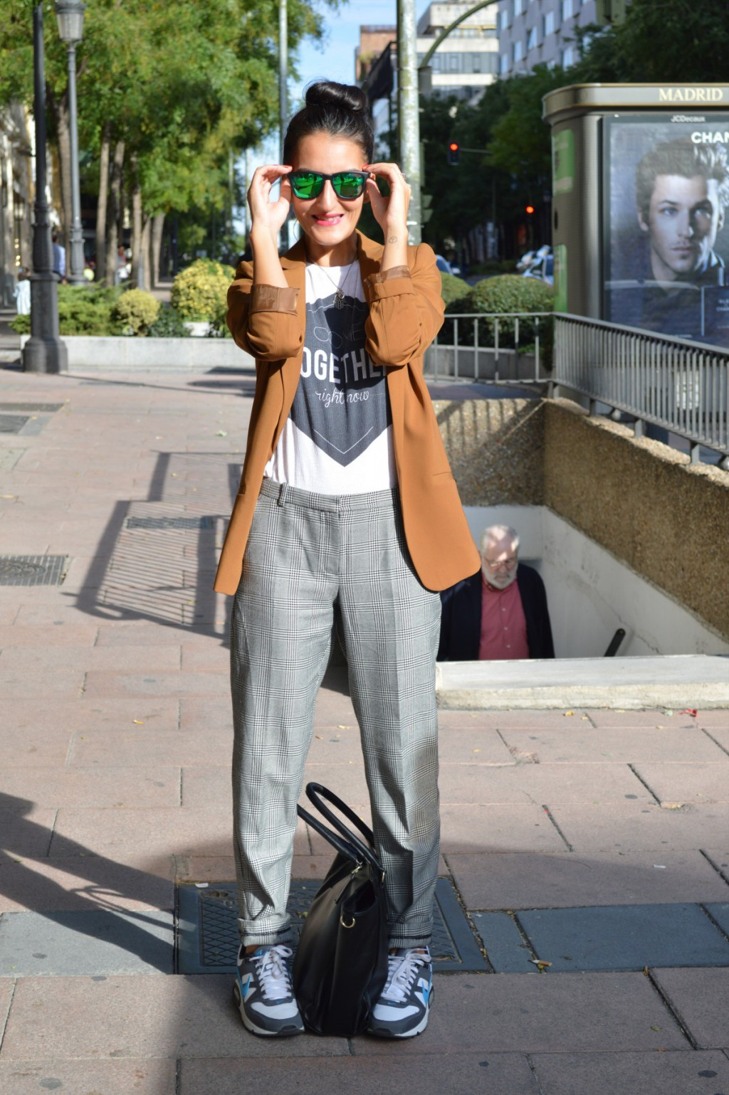 Blazer: h&m (new) Camiseta / t-shirt: Lefties  Pantalones / pants: Mango Sneakers: Nike Bolso / bag: h&m (old) Gafas de sol / sunglasses: Hawkers
