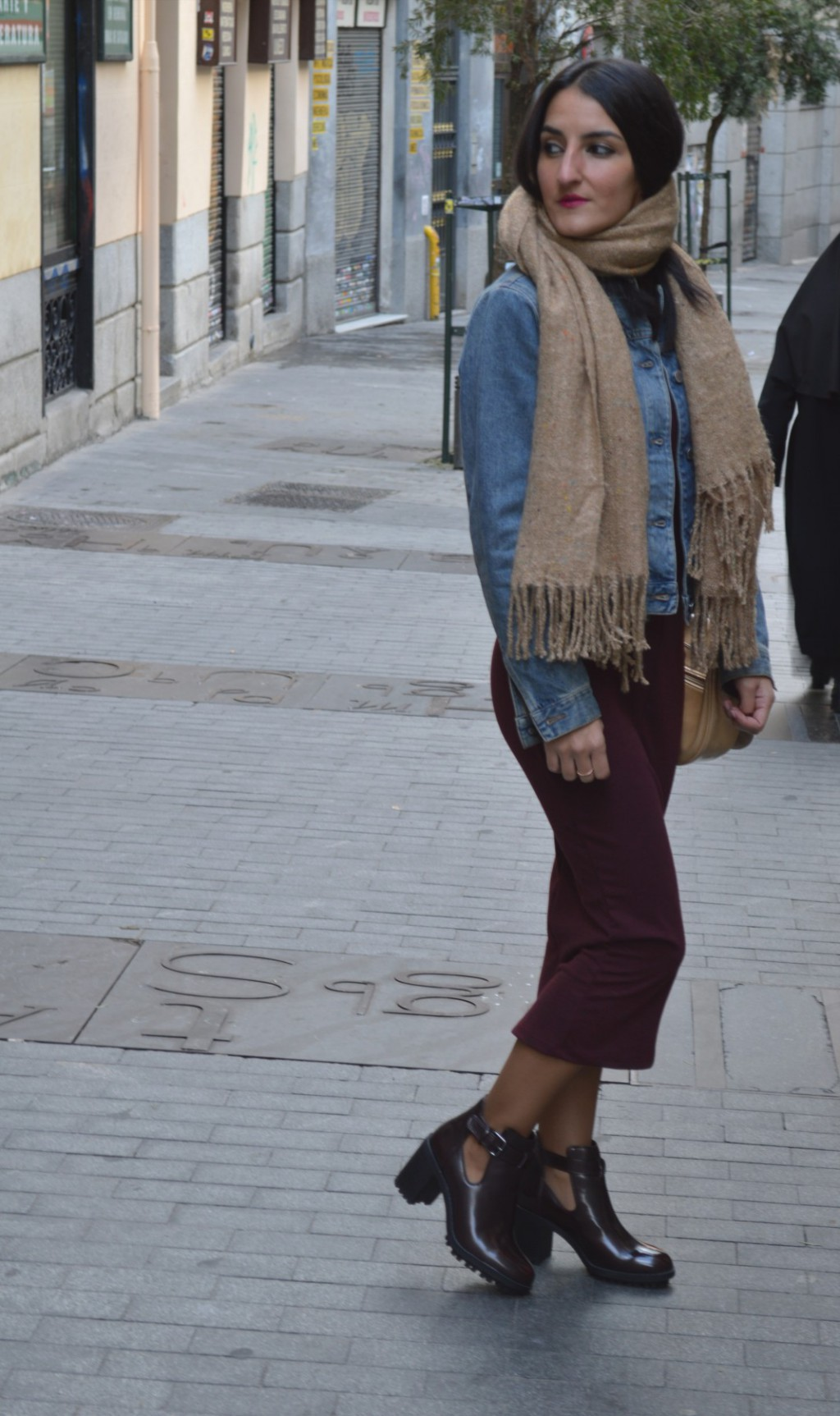 Dress and shoes: Zara (new) Scarf: pull and bear (new) denim jacket: benetton (old) Bag: local store