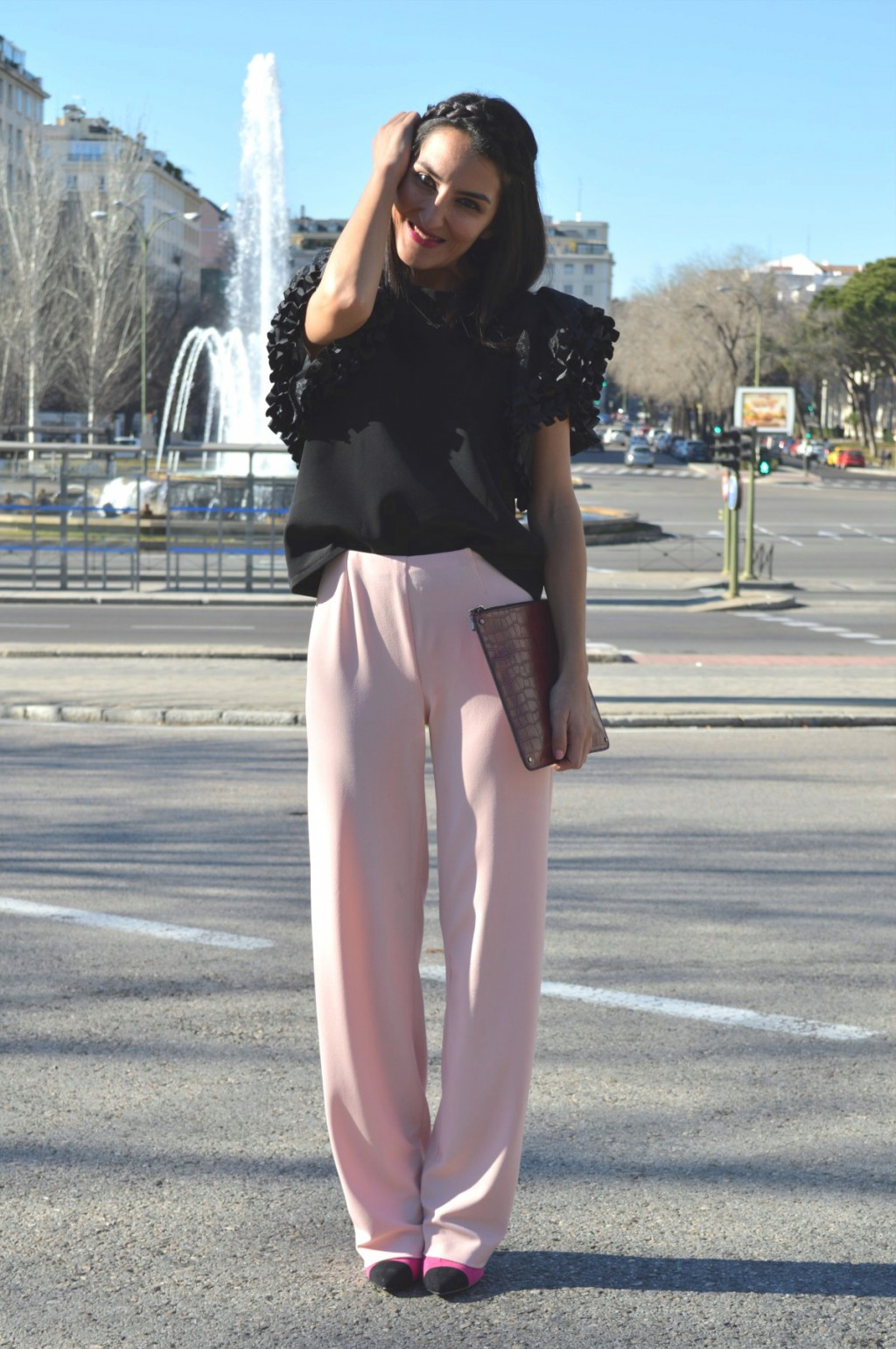 Blusa / blouse: Topshop by London Pantalón / pant: mavalise Clutch: Mango Stilettos: Primark (old) Colgante / necklace: Bershka