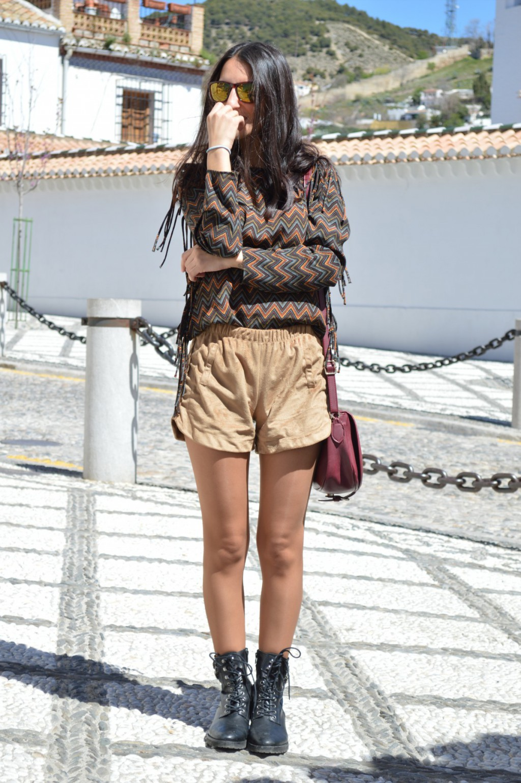 Chaqueta / jacket: Stradivarius (new) Blusa / blouse: Zara Shorts: Shana Botas / boots: Mango Gafas de sol / sunglasses: hawkers Bolso / bag: Bershka (old)