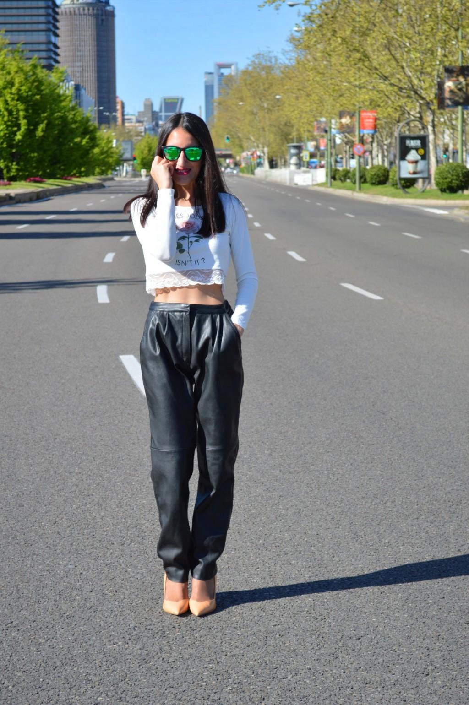 Crop top: h&m (old) Pantalones / pants: zara Stilettos: zara (old) Gafas de sol / sunglasses: hawkers