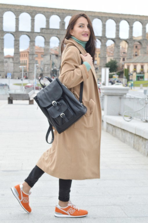 Coat: Mango Jersey: Sfera (new) Jeans: Salsa Jeans (old) Sneakers: new balance Backpack: stradivarius (new)