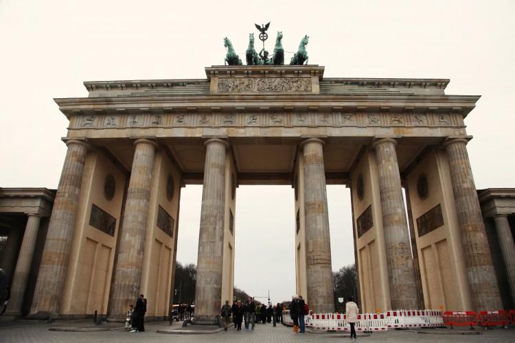 EAST BERLIN 9