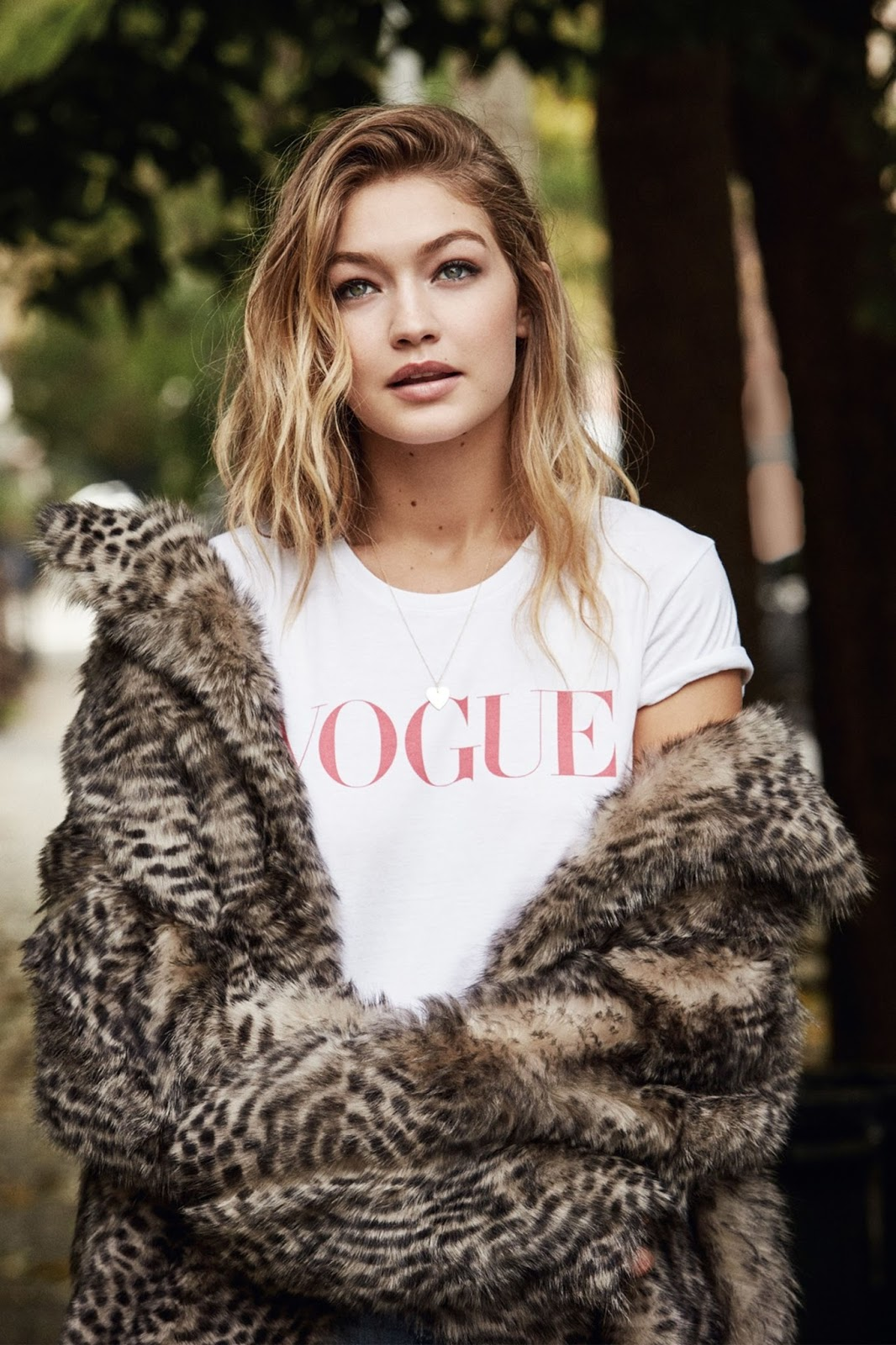 Vogue_UK-January_2016-Gigi_Hadid-by-Patrick_Demarchelier-03