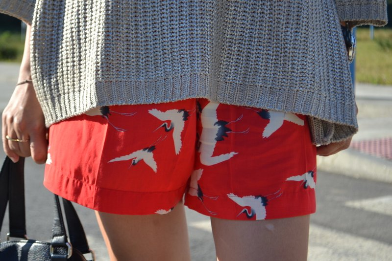 RED BIRDS SHORTS-736-woman