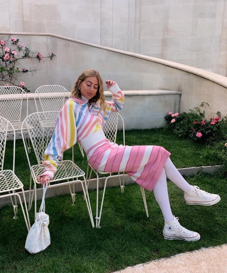 Emili Sindlev con falda midi
