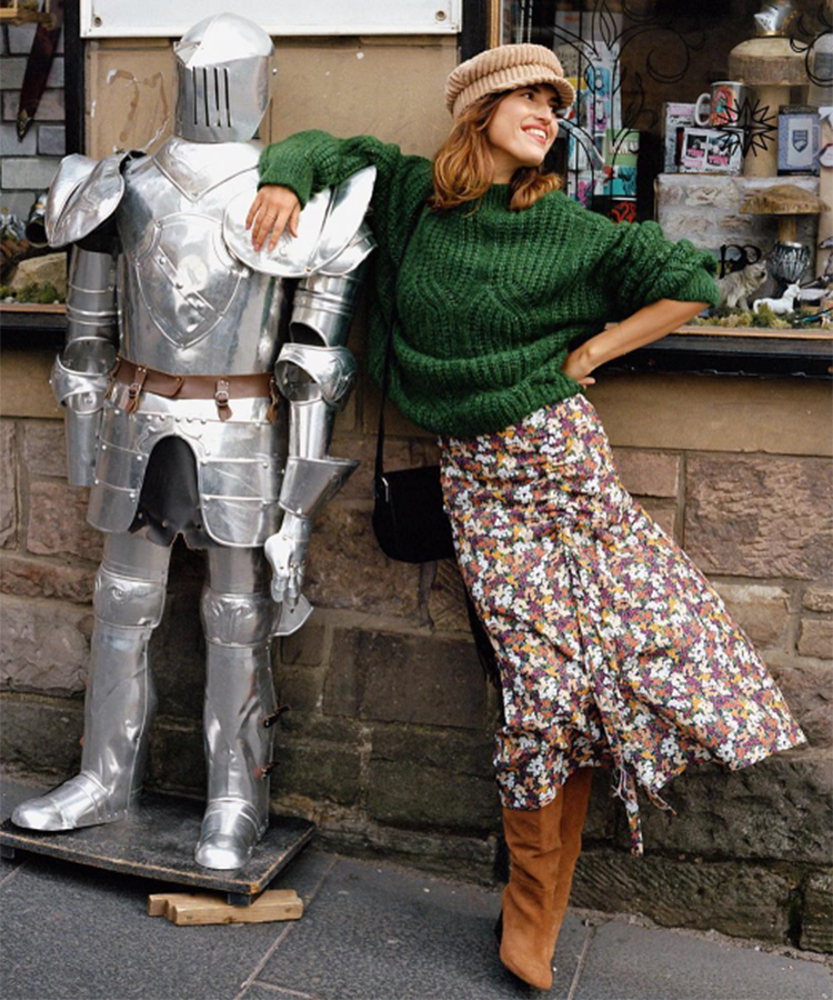 Jeanne Damas con falda midi