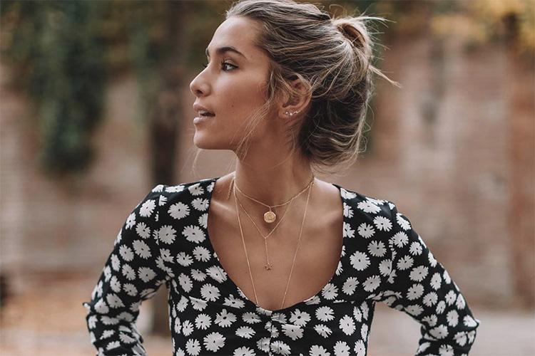 María Pombo con camisa