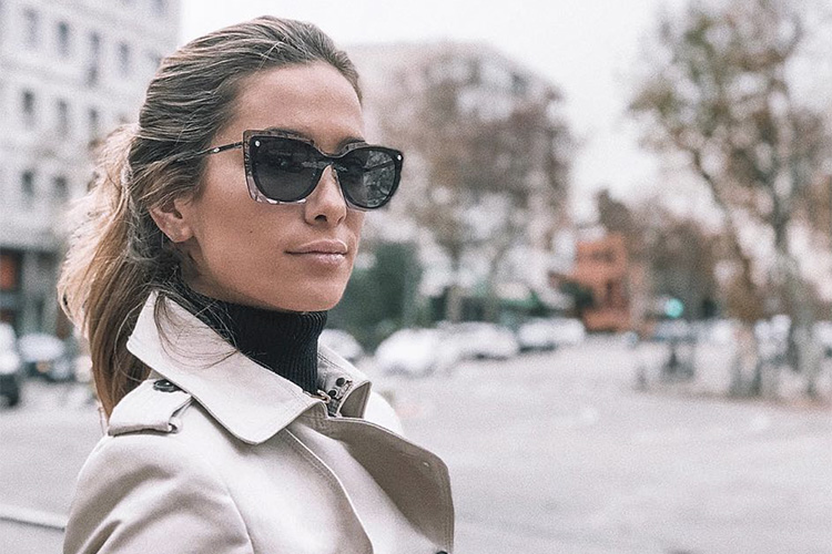 María Pombo con gafas de sol