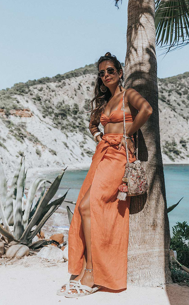 Look de playa con falda