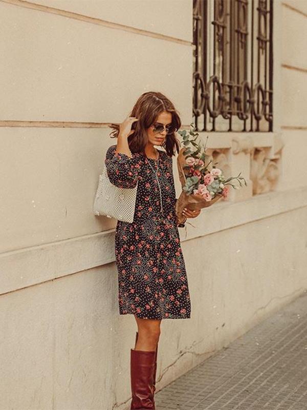 Jessie Chanes con vestido y botas