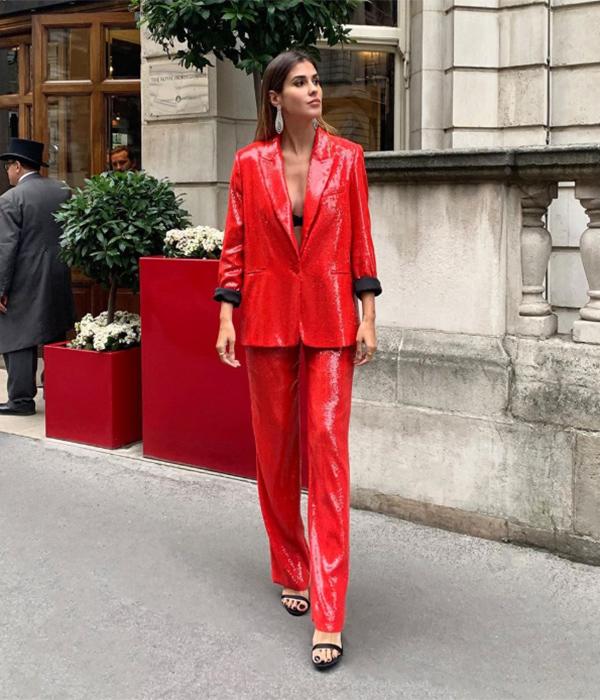 Mery Turiel con traje de lentejuelas