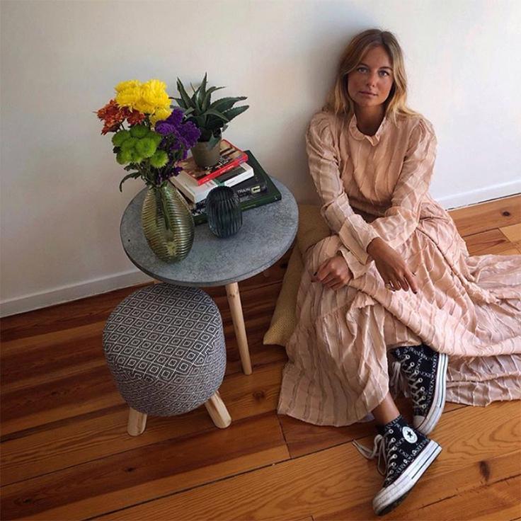 @mafaldapatricio vestido con zapatillas converse