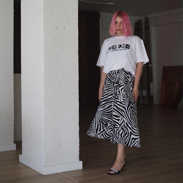 gigi vives falda midi estampado de cebra