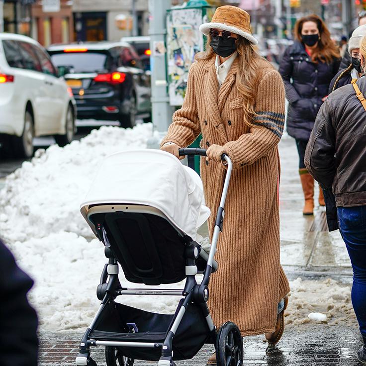 Gigi Hadid ©Gtres abrigo de pana beige