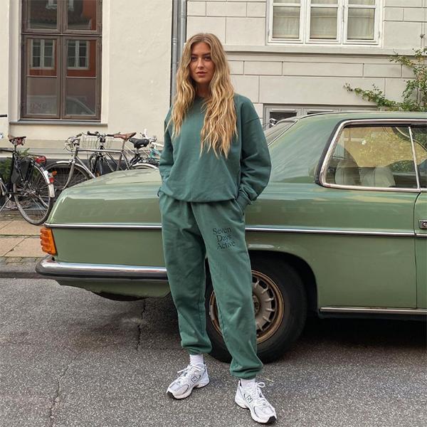 emili sindlev pantalones jogger