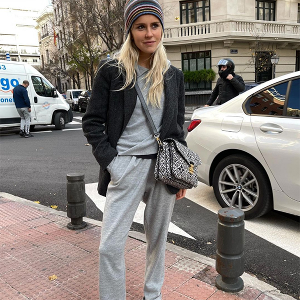 monica anoz prendas deportivas chandal gris