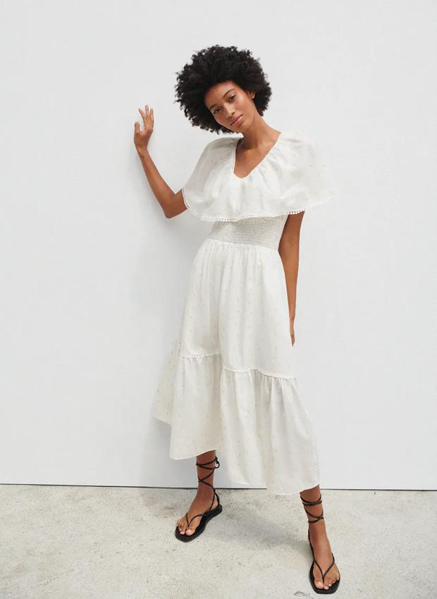 Vestido blanco con volantes de Zara