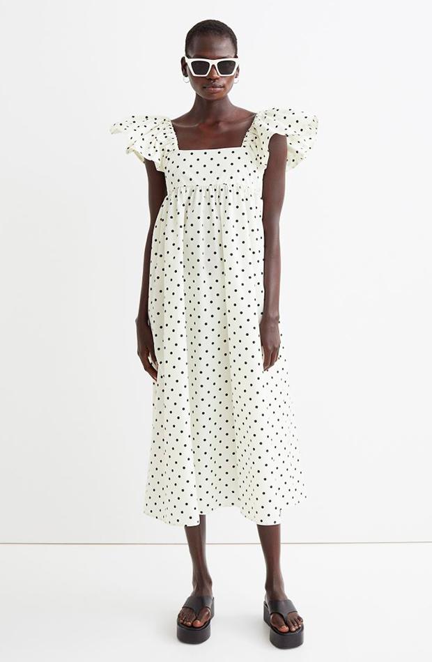 Vestido de lunares con volantes en las mangas de H&M