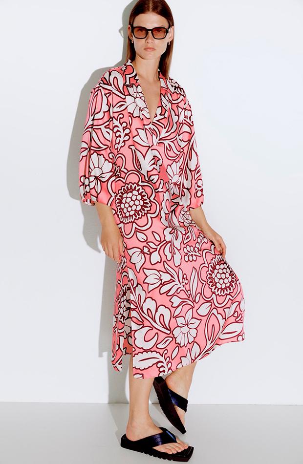 Vestido de flores rosa de Zara