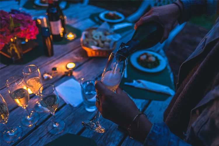 fiesta-cena_con_amigos-cava