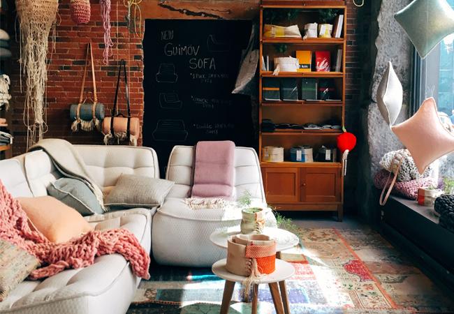 planazos_sin_salir_de_casa-planes_en_casa-zapatillas_de_andar_en_casa