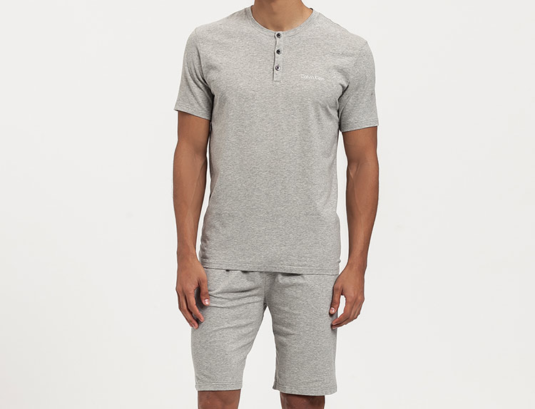 básicos de armario masculinos de Calvin Klein en Primeriti, pijama gris