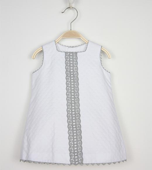 vestidos de verano para niñas en primeriti de Tartaleta. blanco