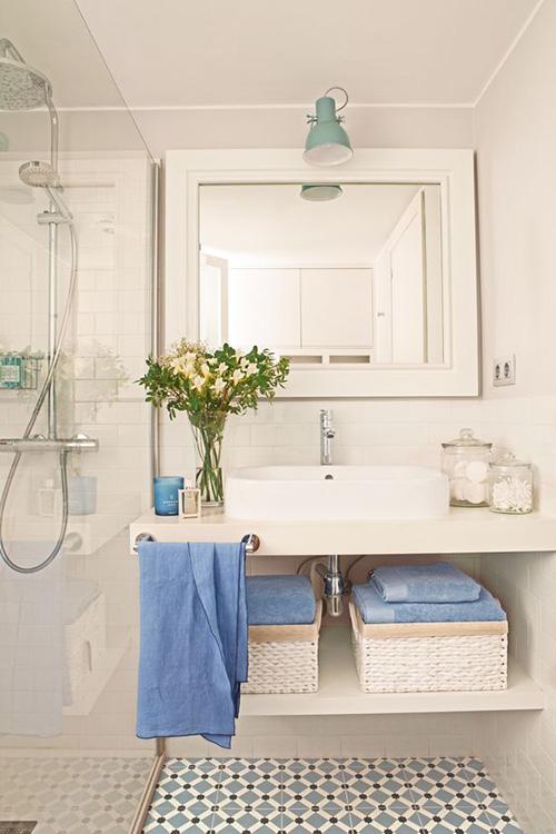 decoración baños ideas con toallas de colores en primeriti
