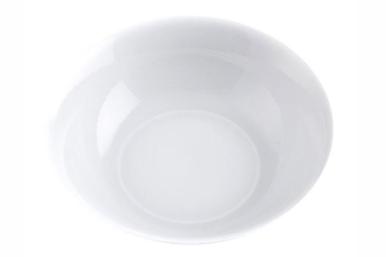 salpicón de pulpo en primeriti, ensaladera blanca