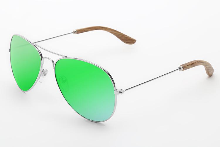 gafas de sol con cristales de colores vilkominn en primeriti aviador
