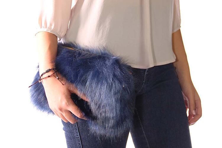 Bolsos de pelo en Primeriti. Bandolera azul