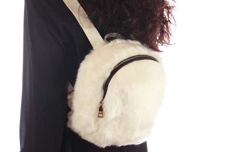 Bolsos de pelo en Primeriti. Mochila blanca