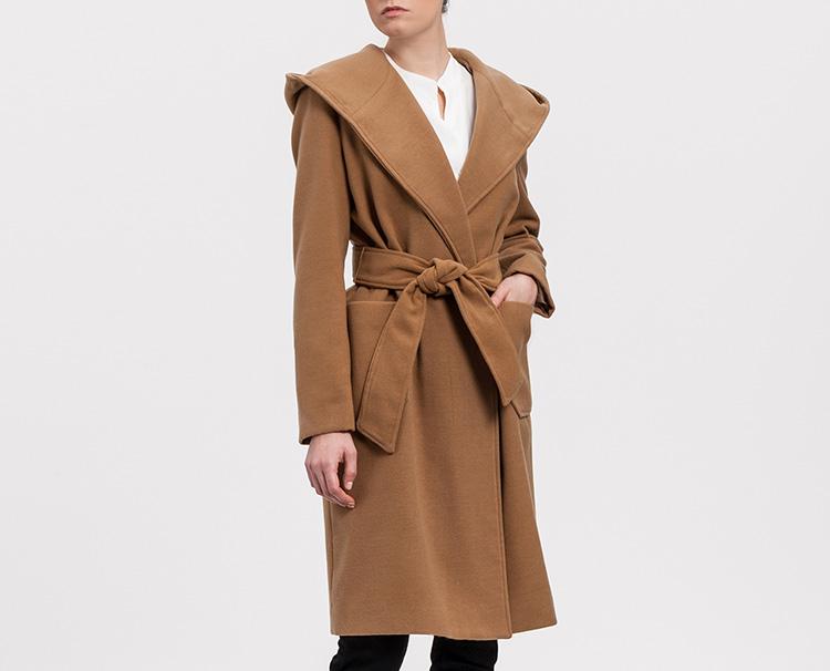 Abrigos de Di-Bye en Primeriti. Abrigo marrón lazo cintura