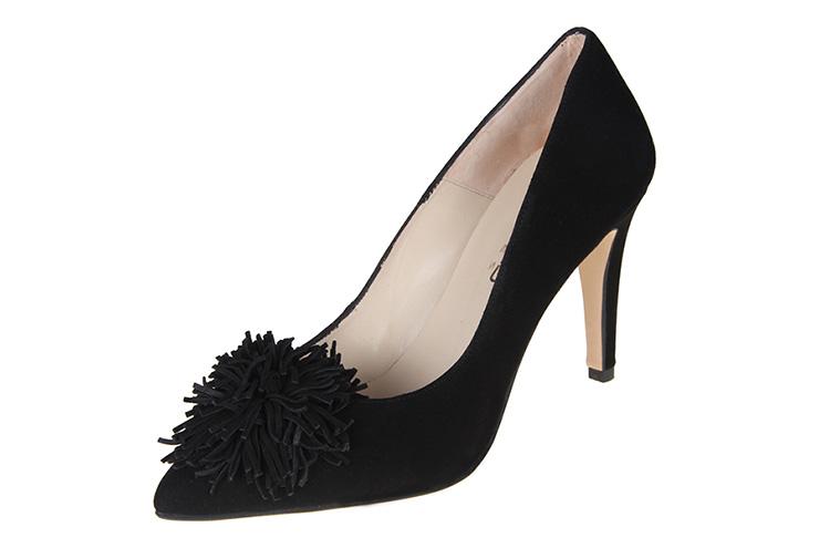 Vestidos y zapatos para nochevieja en Primeriti. Salones negro pompón