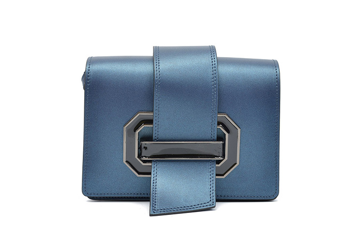Blue Monday, bolso mano