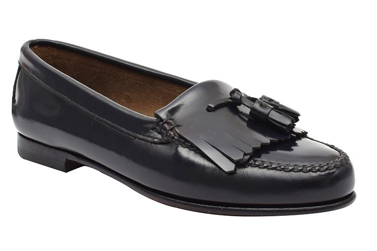 Zapatos para la oficina. Mocasines borla
