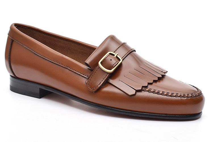Zapatos para la oficina. Mocasines hebilla