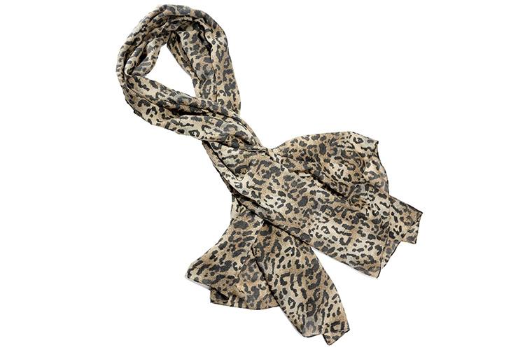 Consejos para llevar un pañuelo. Devota&Lomba estampado leopardo