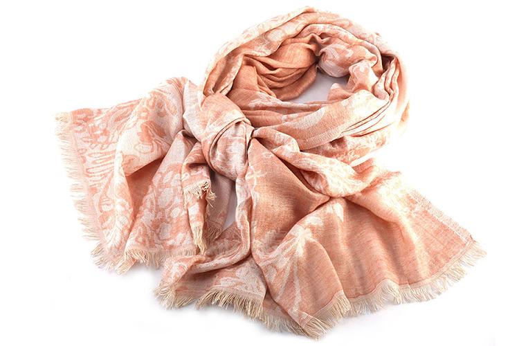 Consejos para llevar un pañuelo. Devota&Lomba estampado