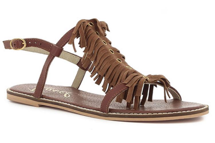 Sandalias. Flecos marrones