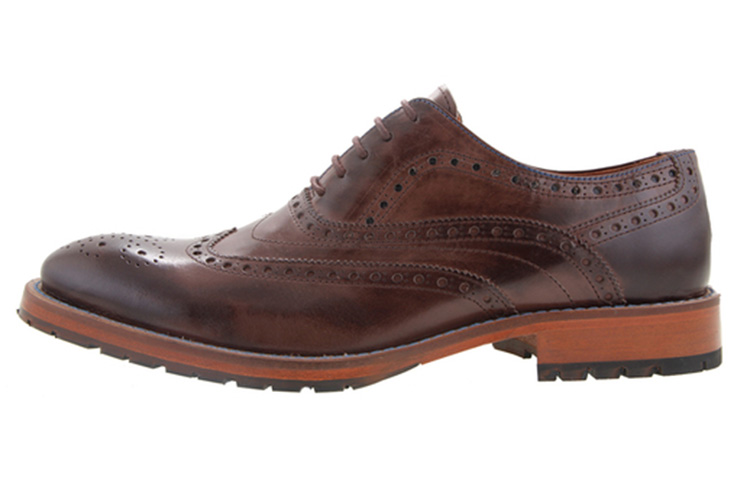 Zapatos para hombre. Mocasín piqueteado