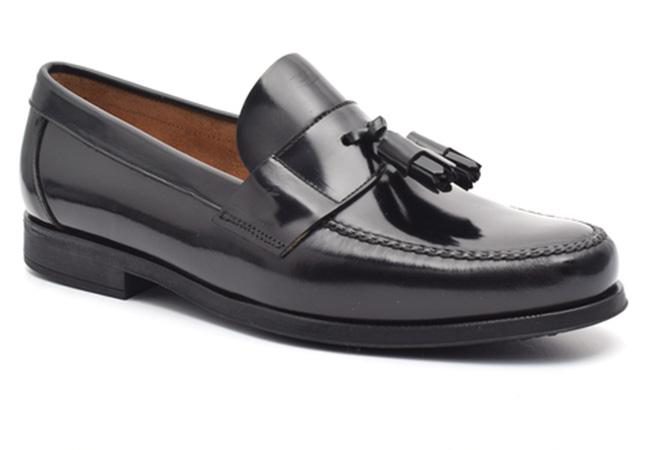 zapatos de piel. Mocasín borla