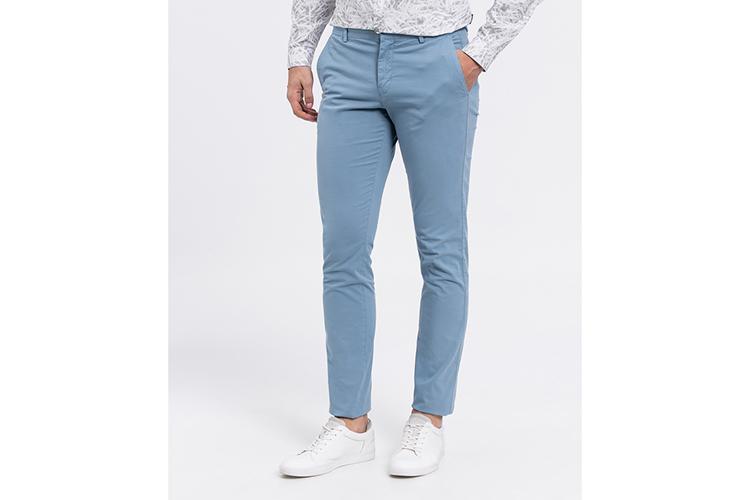 Calvin Klein. Chino azul