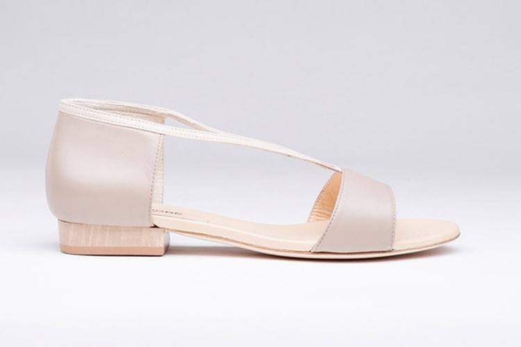 Sandalias de verano. Beis plana
