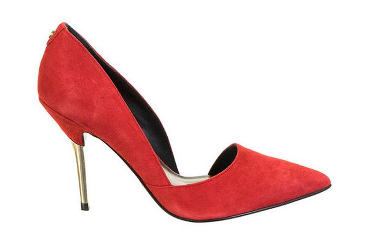 Zapatos de tacón. Salón rojo